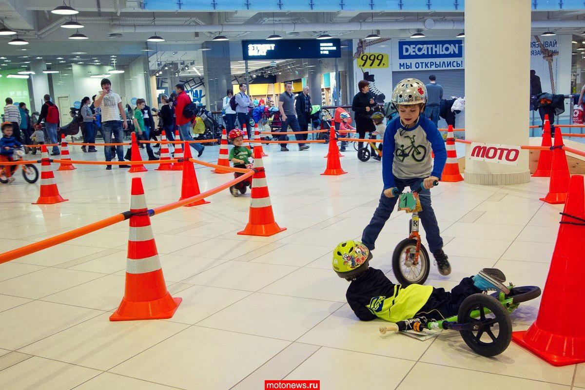 Маленькие спортсмены приняли участие в гонке MiniGP на беговелах