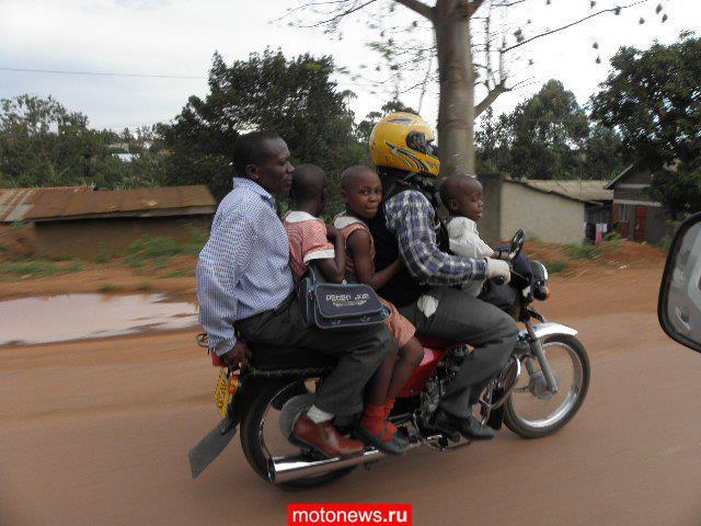 В Африке до смерти не хотят ездить на мото в шлемах