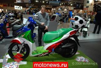 Особое внимание зрителей привлек скутер, сделанный на базе. обязательна Copyright 2006-2013. фанатов.